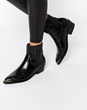 shoes,ankle boots,pointed toe,black boots