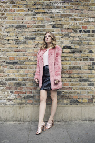 at fashion forte blogger coat sweater skirt jewels shoes faux fur coat leather skirt gold shoes high heel sandals block heels winter date night outfit pink coat fur coat gucci vinyl skirt