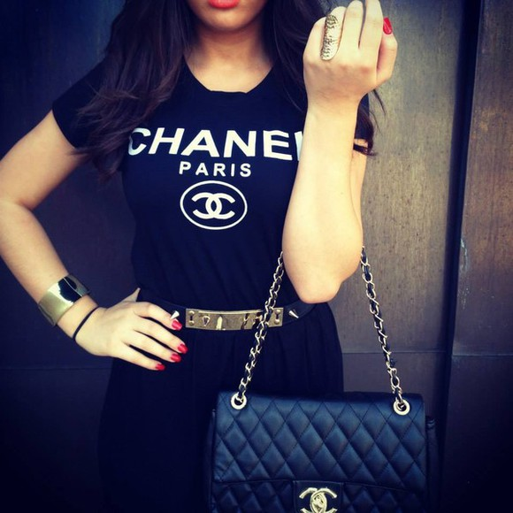 shirt black tee shirt chanel t-shirt t-shirt chanel Belt bag chanel paris top