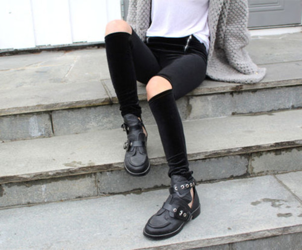 shoes chunky boots black legings black leather black leather boots sweater leggings
