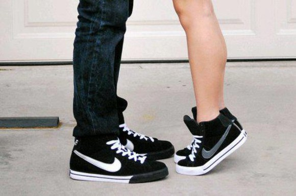 shoes black nike high top sneaker sneakers nikes nike sneakers nike sportswear girls sneakers nike, panter, shoes, want, like, love, beauty, sneakers, nike sneakers grey sneakers black sneakers nike grey black and white cute girly girl check mark girls shoe white laces women silver hightops