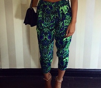 pants green tracksuit trousers cute dress kendall and kylie jenner beautuful perfect style elegant dress high waisted shorts high heels mom jeans fashion cool shirts palm tree print printed pants army green pants