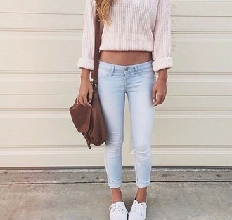 jeans bleu bleu clair magnifique pull rose pourdr? sac a main jacket shirt top sweater cute sweater cute shirt cute top cropped shirt lovely girly pink