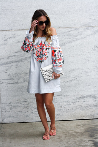 twenties girl style blogger dress sunglasses bag shoes off the shoulder dress clutch sandals summer outfits