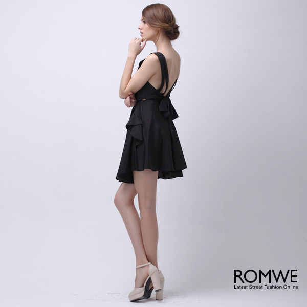 Out back pleated black dress, the latest street fashion