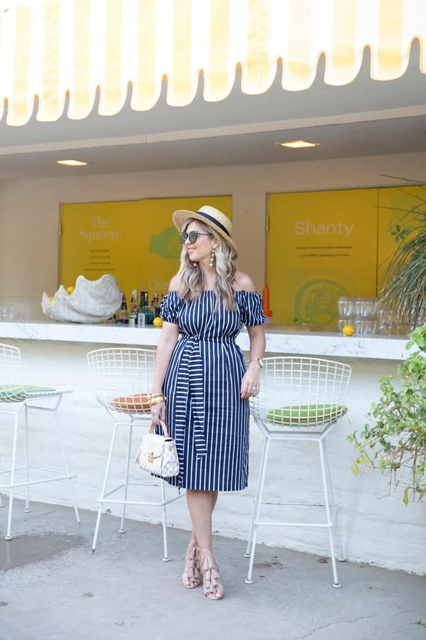 suburban faux-pas blogger dress hat sunglasses bag jewels shoes