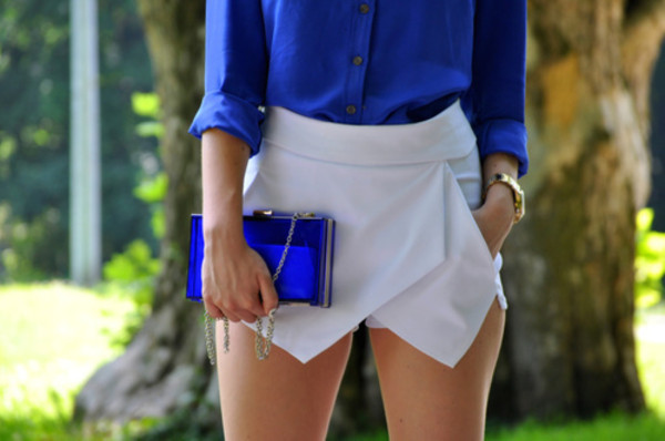 shorts skorts white white skorts blue blue shirt clutch transparent  bag blouse bag