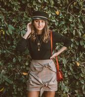 skirt,mini skirt,checkered,shoulder bag,black blouse,chain necklace,fisherman cap