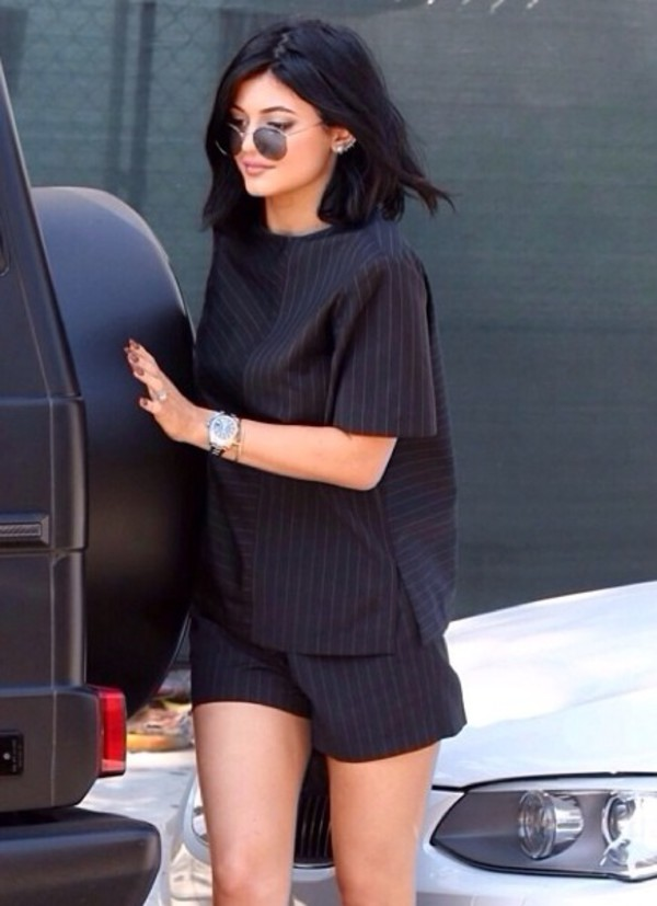 blouse kylie jenner romper black kylie jenner shorts two-piece stripes set streetstyle t-shirt instagram two-piece pinstripe black white gold black white stripes shirt jewels crop tops set two-piece two-piece black and white white stripes shoes boots stylish booties