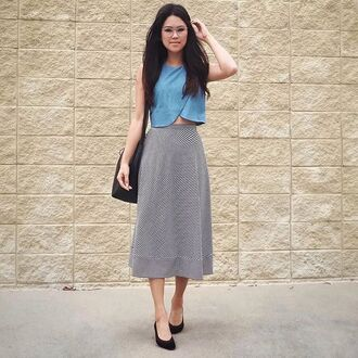 behind seams blogger bag denim top crop tops blue top maxi skirt striped skirt black flats