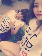 top,seungyeon,hara,kpop,kpop tshirt,kpop idol,kpop star,hangeul,korean fashion,south korea,seoul,white t-shirt