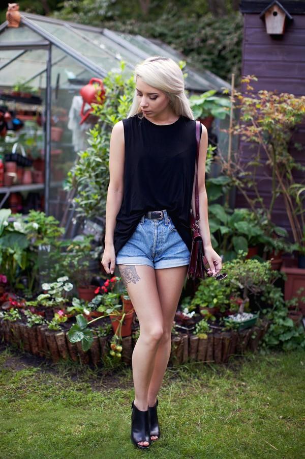 leanne lim walker blogger top belt bag shoes jewels sunglasses
