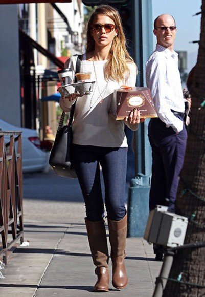 jessica alba fall outfits fashion sweater white celebrity style casual outfit