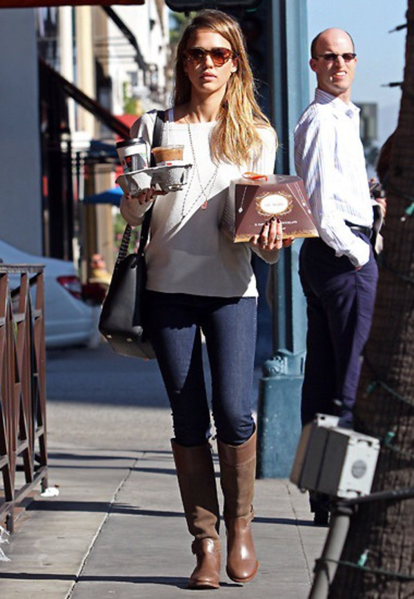 Sweater White Jessica Alba Celebrity Style Casual Outfit Fashion Fall Outfits Wheretoget