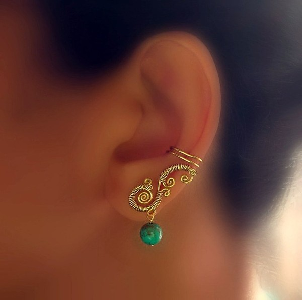 jewels earrings ear cuff green earrings cuff ear cuff swirl swirly jewelry fashion jewellry green stone earrings gold earrings gold jewelry home accessory ear piercings cute gold ear cuff boho hippie style hot jewelry boho chic boho jewelry