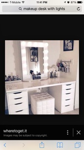 home accessory,makeup table