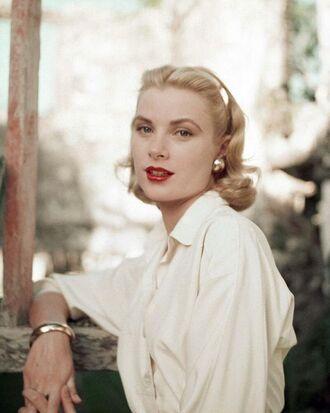 hair accessory grace kelly make-up red lipstick shirt white shirt bracelets earrings retro