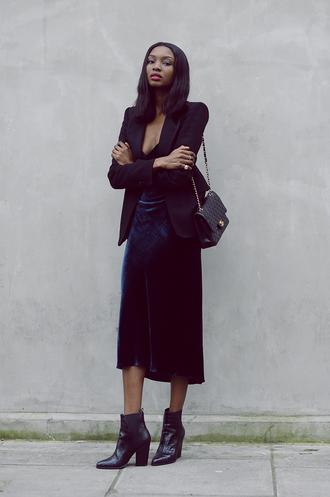 bisous natascha blogger bag velvet skirt blazer black boots african american winter outfits classy