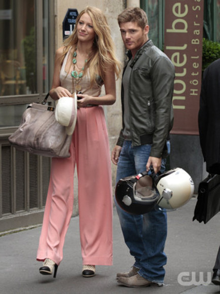 pink pants pants pink movie blake lively gossip girl