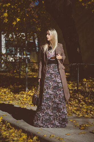 the fashion guitar blogger coat bag shoes t-shirt fall outfits brown coat maxi dress shoulder bag dress