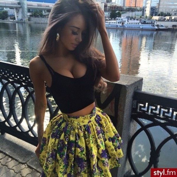 skirt flowers floral yellow skater skater skirt top jewels dress tank top floral skirt crop tops fashion girly model t-shirt summer outfits yellow floral cute cute skirt outfit floral skirt floral pattern outfit pattern lovely