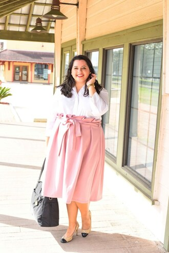 somethinggoldsomethingblue blogger shirt skirt shoes jewels bag midi skirt white shirt pink skirt pumps fall outfits