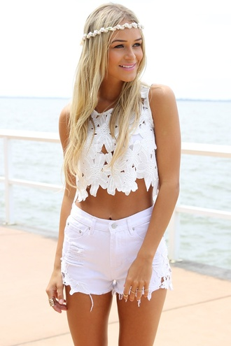 blouse shorts laced shorts lace white dentelle sun beach summer outfits crop tops tank top jewels shorts top high waisted crochet lace boho festival beautiful