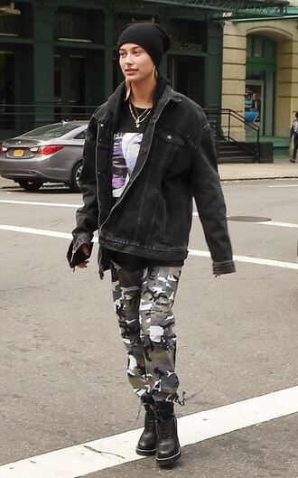 shoes pants camouflage camo pants jacket hailey baldwin streetstyle model off-duty