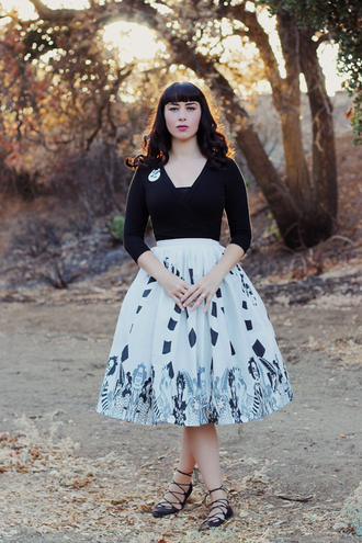 southerncaliforniabelle blogger top skirt shoes make-up fall outfits midi skirt flats