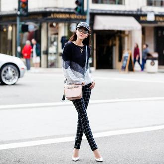 fit fab fun mom blogger t-shirt pants bag jewels sweater shoes sunglasses
