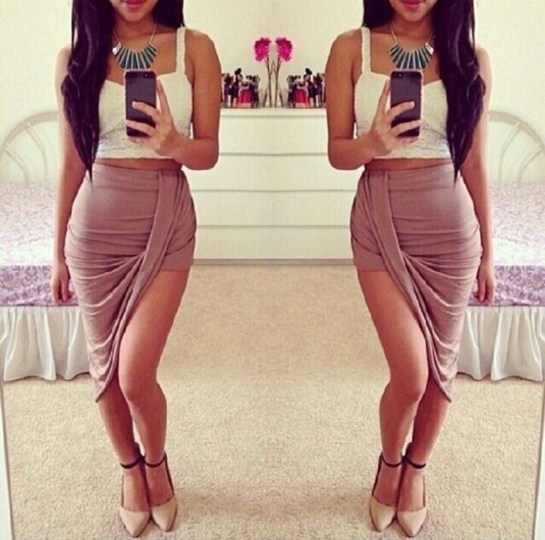 skirt beige skirt white top heels necklace summer outfits