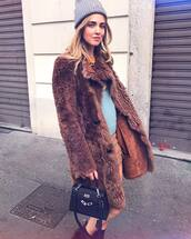 coat,tumblr,brown,camel coat,camel,beanie,grey beanie,skirt,mini skirt,bag,black bag,chiara ferragni,the blonde salad,blogger,fur coat,long fur coat