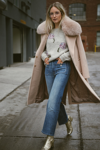the fashion guitar blogger coat sweater jeans shoes beige coat fur collar coat grey sweater ankle boots