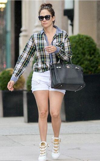 shorts jennifer lopez sneakers shirt sunglasses