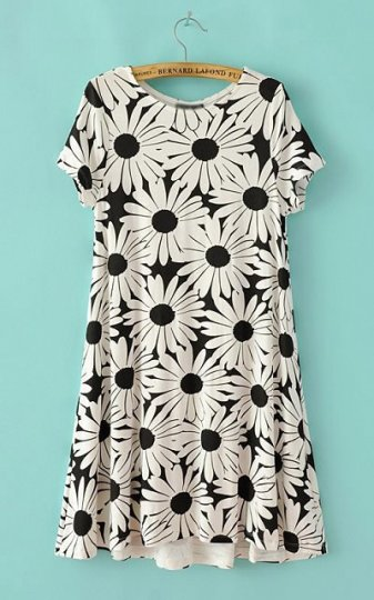 a large black and white daisy print short-sleeved round neck dress : Women's Fashion Store Online -  High Street Shops, Lookbook.nu street fashion