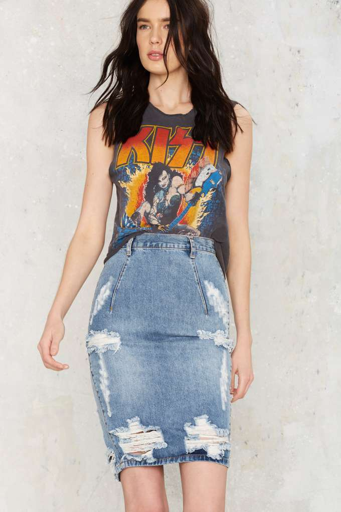 98727d4cb6a Rihanna s outfit is a Missguided denim denim skirt available for 25£ at  missguided.co.uk - Wheretoget