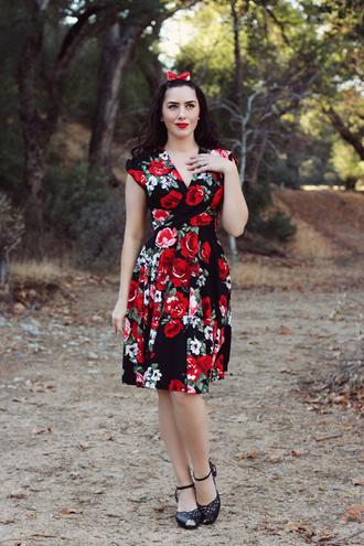 southerncaliforniabelle blogger dress shoes make-up floral dress retro dress vintage