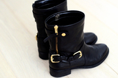 shoes,boots,black,gold,leather,leather boots,biker boots