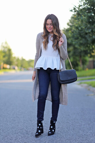 t-shirt peplum t-shirt long cardigan skinny jeans star boots shoulder bag ruffle hem top blogger blogger style