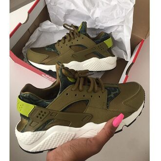 shoes oliver color huarache nike nike air huaraches olive green khaki instagram tumblr