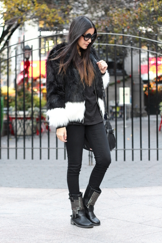 dress like jess blogger faux fur jacket round sunglasses black t-shirt black jeans studded shoes winter outfits winter coat jacket t-shirt jeans shoes bag jewels sunglasses black fur jacket