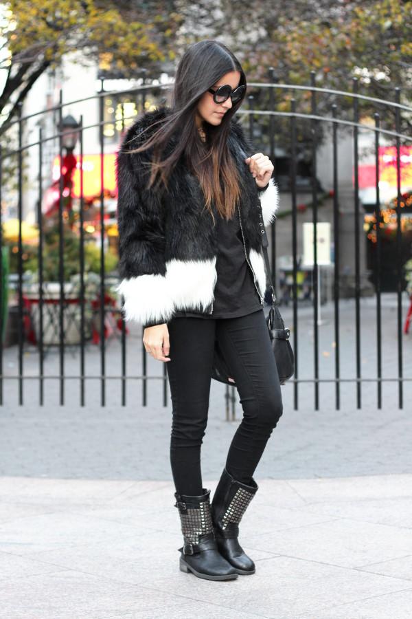 dress like jess blogger faux fur jacket round sunglasses black t-shirt black jeans studded shoes winter outfits winter coat jacket t-shirt jeans shoes bag jewels sunglasses black fur jacket
