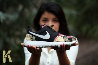 shoes roses nike nike roshe run floral shoes sneakers nike sneakers floral