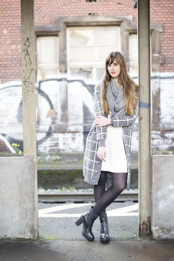andy sparkles blogger cardigan scarf dress tights shoes wheretoget. Black Bedroom Furniture Sets. Home Design Ideas