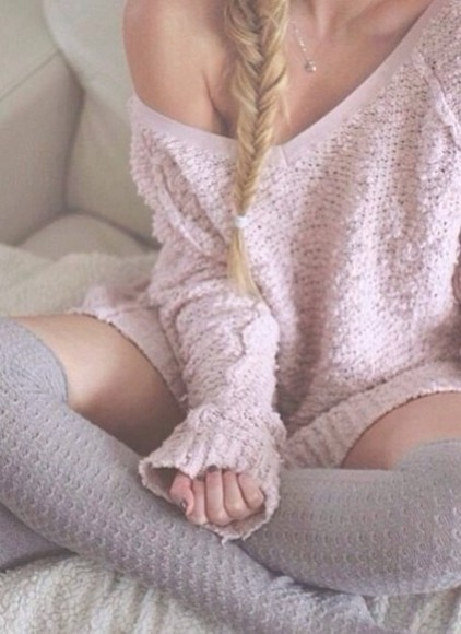 pink gold necklace sweater blonde hair silver necklace rosa high knee socks socks vintage pretty