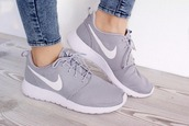 shoes,nike,nike shoes,nike sneakers,grey,nike roshe run,running shoes,sneakers,white,jeans,acid wash,sportswear,gym,cute,grey nike trainers/shoes,grey nike,grey sneakers,low top sneakers