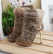 shoes,heels,boots,fluffy,fur,cute,gold,leopard print