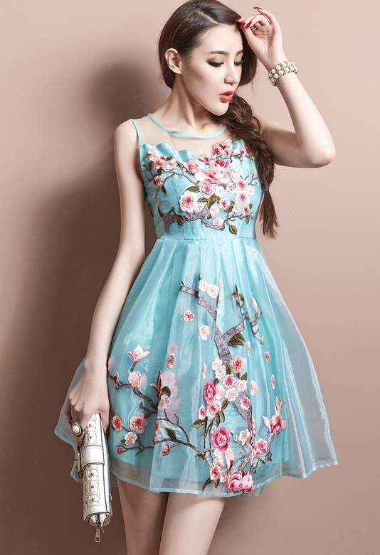 Lovely embroidered dress l3516