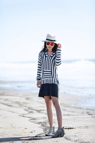 fit fab fun mom blogger sweater dress shoes hat sunglasses jewels felt hat ankle boots striped sweater