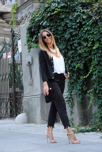 let's talk about fashion ! blogger bag cropped pants statement necklace white t-shirt
